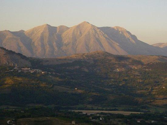 Tagliacozzo, Italy: Monte Velino dal Castello 1