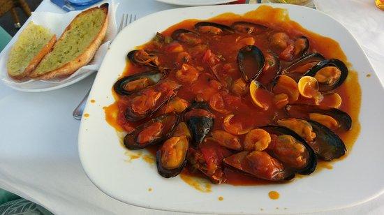 La Gran Paella Valenciana: Marinera Mussels - sweet Jesus! :P