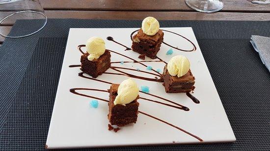 Cabrera de Mar, Spain: Brownie, sorprendentemente bueno y elegante