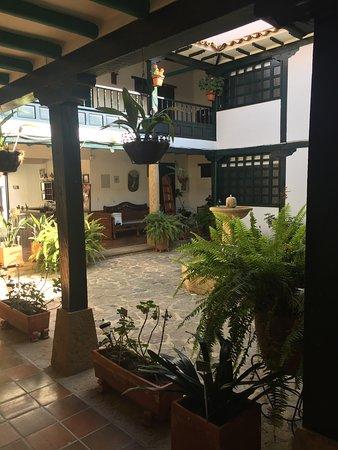 Hotel Antonio Narino: patio principal planta baja