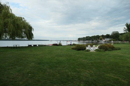 Whitehall, ميتشجان: View of the Lake