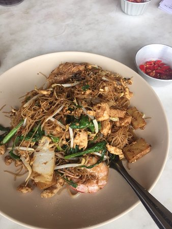 ‪‪Tanjong Malim‬, ماليزيا: Fried mee hoon. Big portion, flavourful. If you like the smokey wok taste, then you'll like this‬