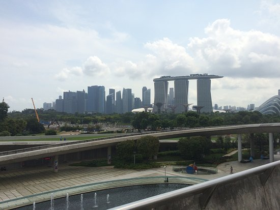 Marina Barrage: View to the MBS.