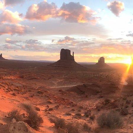 Monument Valley Navajo Park: photo2.jpg