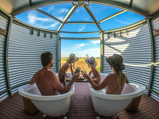 Julia Creek, ออสเตรเลีย: Outdoor bath
