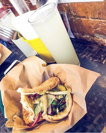 menu pita con lemonada casera