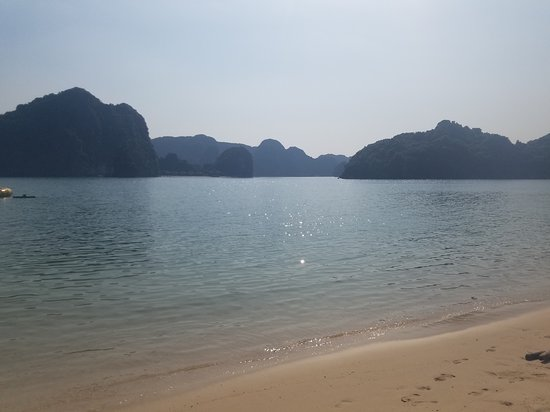 Halong Bay, Vietnam - Picture of Oasis Bay Party Cruise