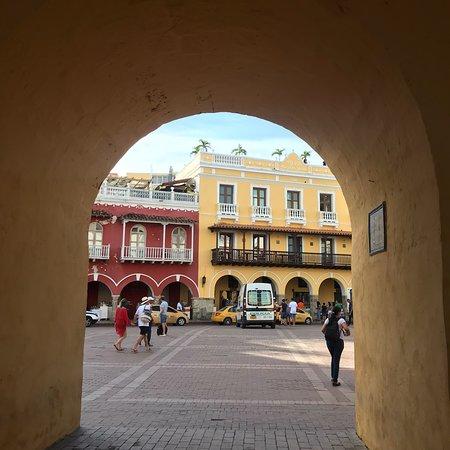Torre do Relógio, única entrada antigamente para Cartagena, qnd era amuralhada.
