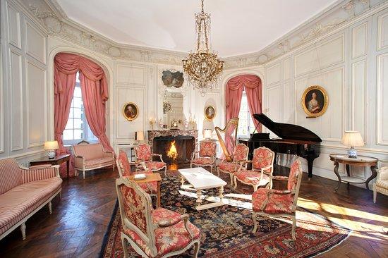 Canisy, France: music salon