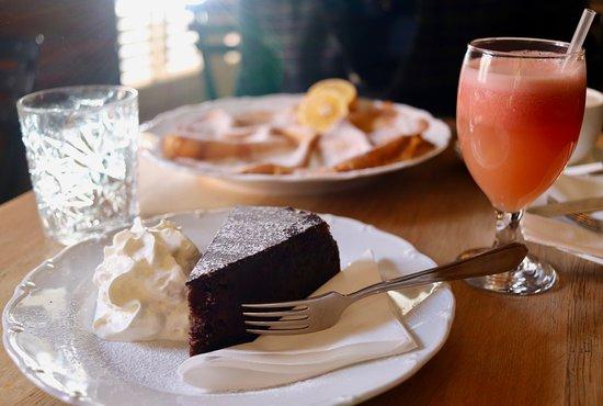 Cukr Kava Limonada: Sachertorte and grapefruit juice (pancakes/palacinka in background)