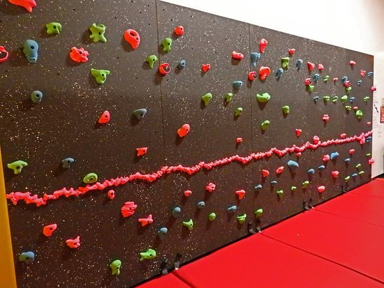 Paramus, NJ: Rock Wall
