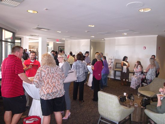 Hilton Garden Inn Tucson Airport: guests begin to arrive