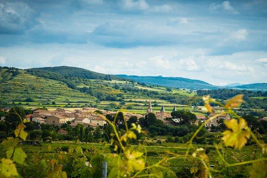 Le village de Pouzolles
