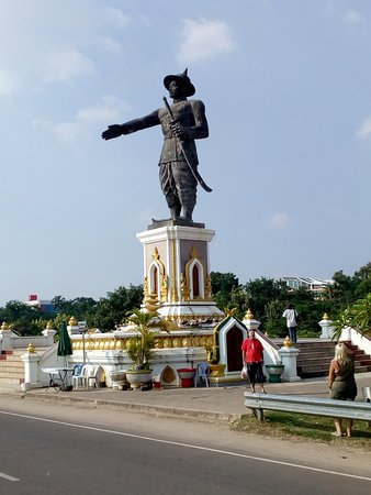 King Anouvong Statue Photo