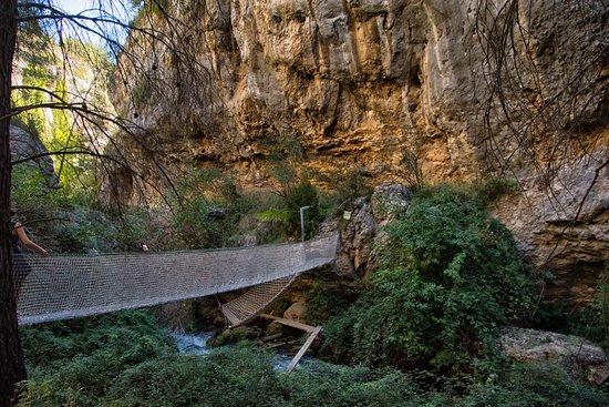 Nerpio, Hiszpania: Pasarela colgante sobre el rio.
