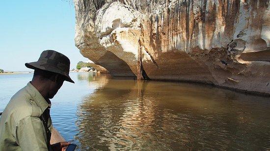 Bekopaka, Madagaskar: Flussfahrt mit Piroge