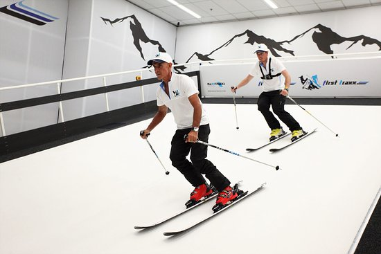 First Traxx Ski & Snowboard Centre: One session is an hour long broken into 10mins on slope and 10mins off slope in 3 blocks.