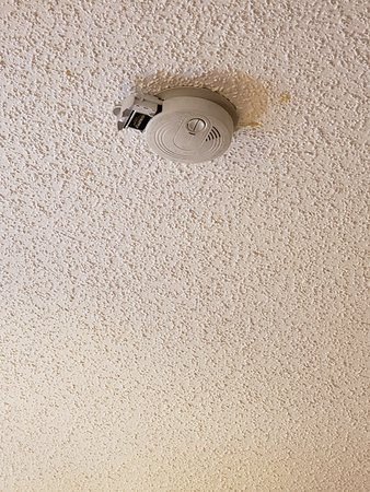 Days Inn by Wyndham Clearfield: smoke alarm