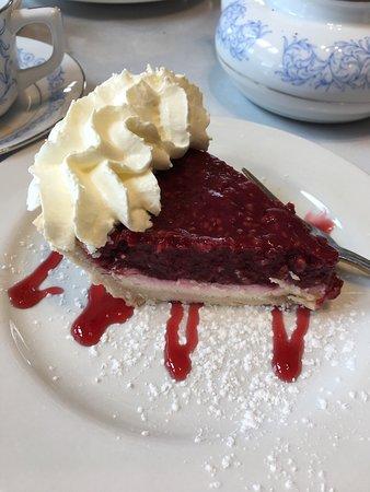 New Glasgow, Canada: Mmmm raspberry cream cheese pie.