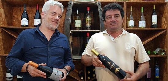Palmeira, Cabo Verde: Dos de los tres propietarios deGata Fish & Yacht Club.