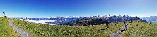 Stoos, Suiza: Vom Mythen (links) bis zum Krönten (rechts)