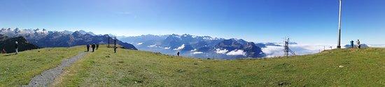 Stoos, Suiza: Vom Blüemberg (links) bis zur Rigi (rechts)