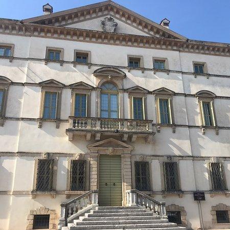 Villa Vecelli, Cavriani, Ruffini