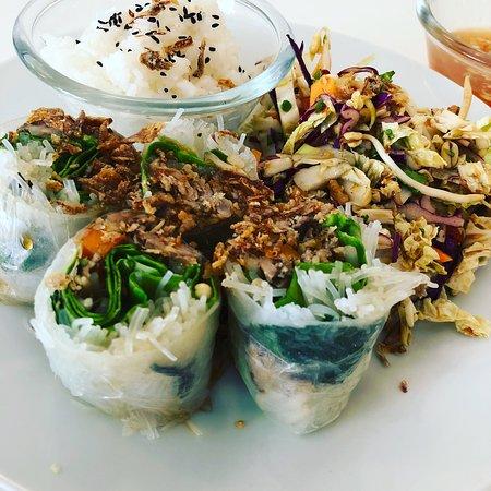 Restaurant spécialisé dans les poke bowl et des plats plus classiques. Cuisine fraîche et produi