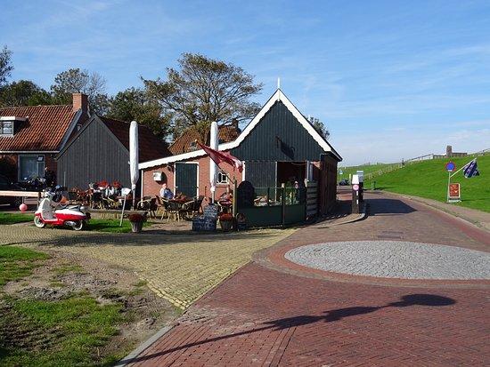 Moddergat, The Netherlands: Yke-Muoi, met terras, gezien vanuit het oosten