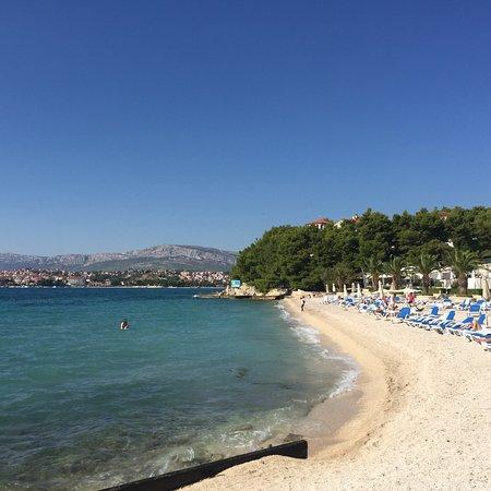 Fint och fräscht hotell med egen strand
