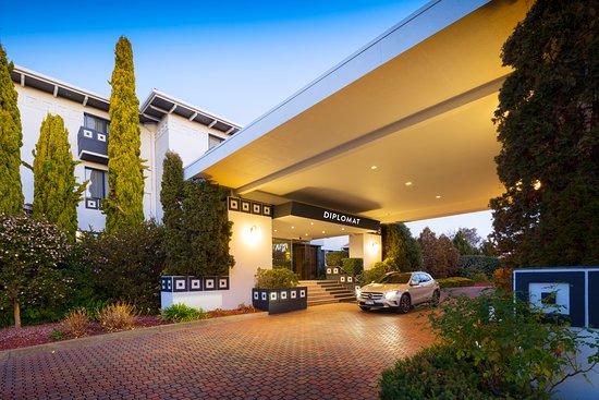 Ramada by Wyndham Diplomat Canberra