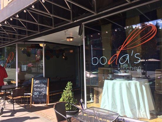 Boda's Kitchen: outside