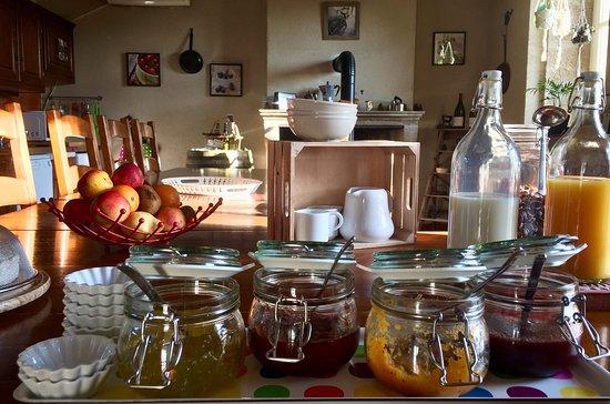 Clamerey, França: Petit déjeuner