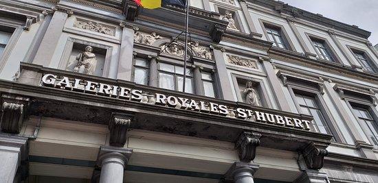 Les Galeries Royales Saint-Hubert: 門口招牌