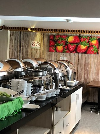 The Sun Hotel & Spa: A great breakfast included in the price!