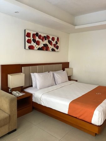 The Sun Hotel & Spa: Really comfy, really clean bed!