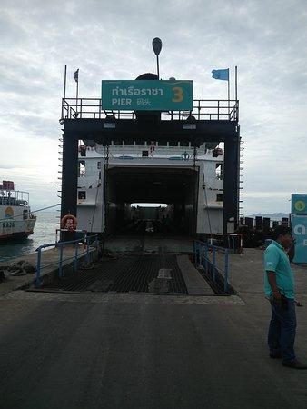 Raja Ferry Port: Oude schepen