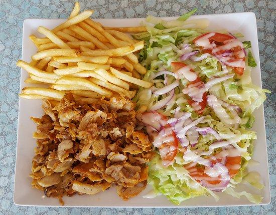 Le Pont-de-Claix, Frankrig: Assiette salade, frites, kebab