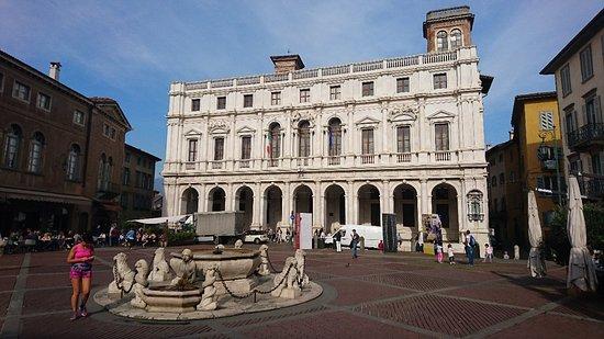 Piazza Vecchia: DSC_0912_large.jpg