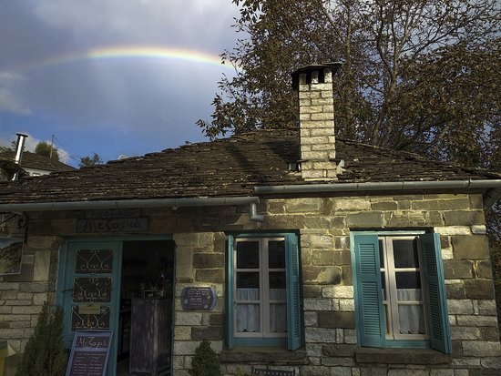 Καπέσοβο, Ελλάδα: Mezaria under the rainbow