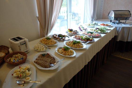 Lysomice, Poland: En väl tilltagen frukost ingick i priset för rummet.