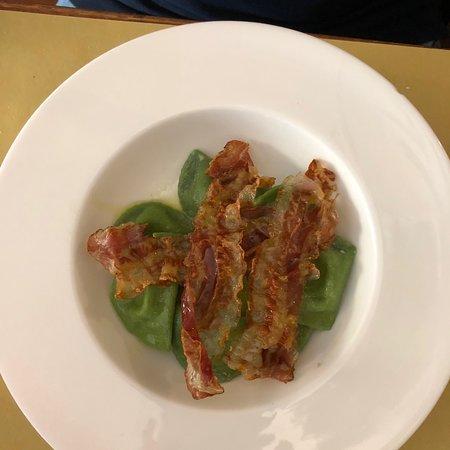 il san lorenzo osteria: Mezze lune di spinaci con gorgonzola e pancetta croccante