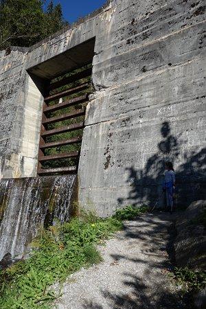 Hart im Zillertal, Autriche : Die Lawinensperre von 1978 in Nähe des Wasserfalls