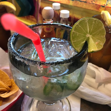 Charleston, Илинойс: New jalapeño margarita is great! Chimichanga hack: ask for al pastor or grilled chicken instead