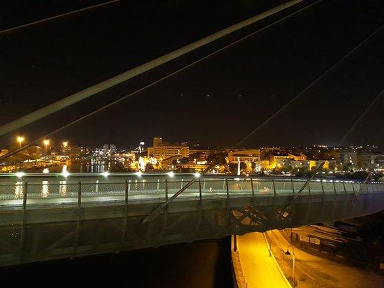 Ponte del Mare: panorama verso la città