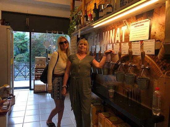 San Siro, Italie: Wine on tap!