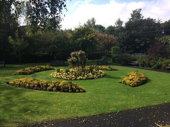 Pitlochry War Memorial and Garden : Beautiful gardens