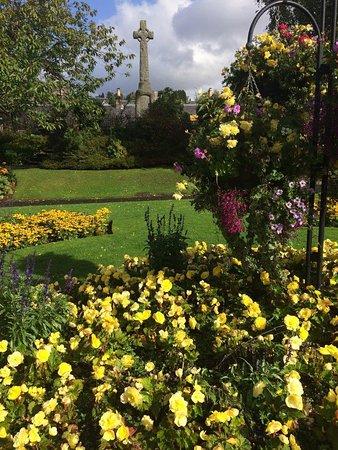 Pitlochry War Memorial and Garden : Garden and Memorial