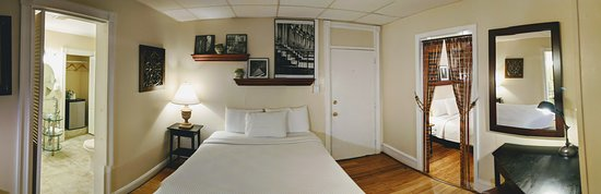 The Chelsea Pub and Inn: Room 204 Double Queen Guest Room: Photo Taken October 2018