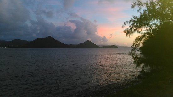 Gros Islet Quarter, Sainte-Lucie : Sunset from the water taxi on the way to restaurant...
